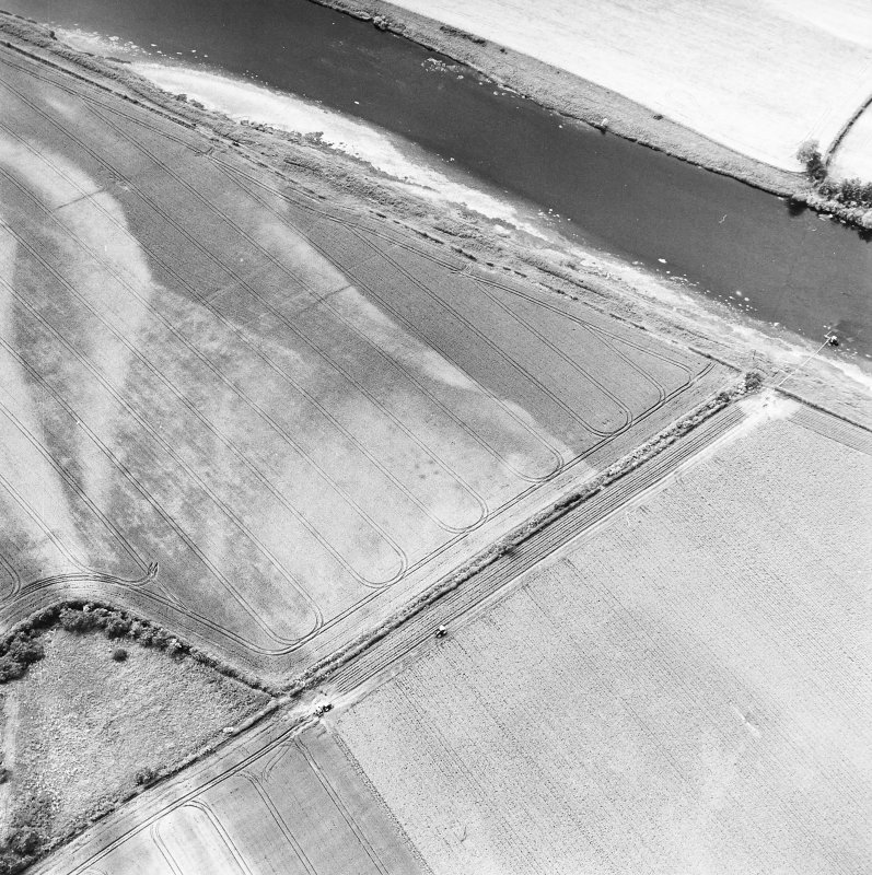 Redden, oblique aerial view, taken from the ESE, centred on the cropmarks of a possible four-poster.