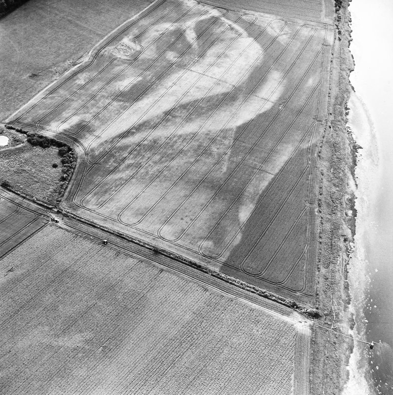 Redden, oblique aerial view, taken from the NE, centred on the cropmarks of a possible four-poster.