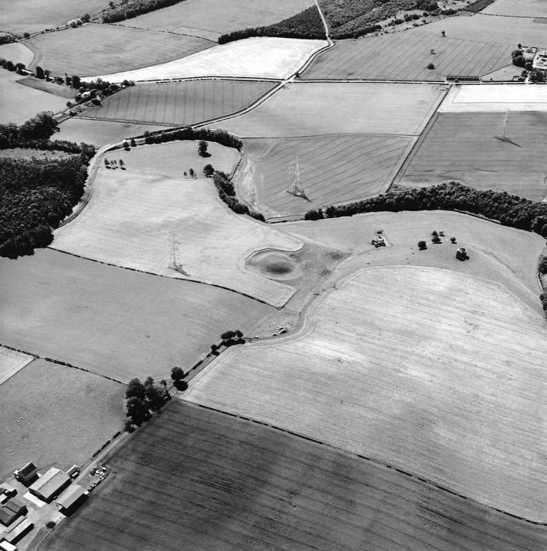 Oblique aerial view centred on the remains of the motte-and-bailey castle with the remains of the country house adjacent, taken from the NNE.