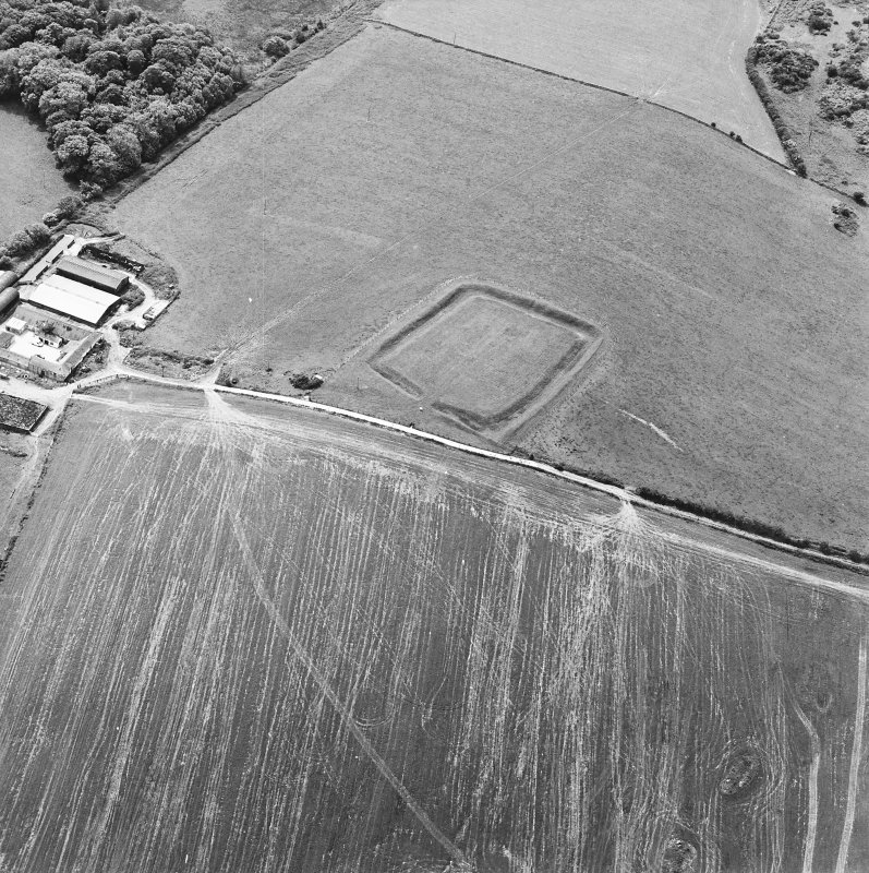 Oblique aerial view centred on the remains of the settlement, taken from the NNE.