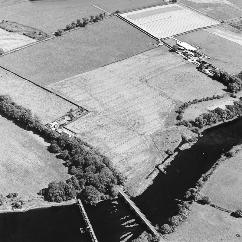 Oblique aerial view of Glenlochar, taken from NW, centered on roman fort.