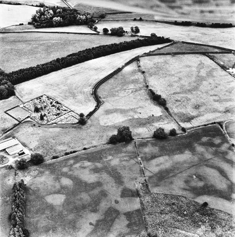 Holywood Abbey and Dalawoodie, oblique aerial view, taken from the SW, centred on the cropmarks SE of the Abbey, showing a rectilinear enclosure and linear cropmarks.