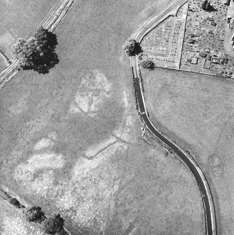Holywood Abbey, oblique aerial view, taken from the E, centred on the cropmarks to the SE of the Abbey.