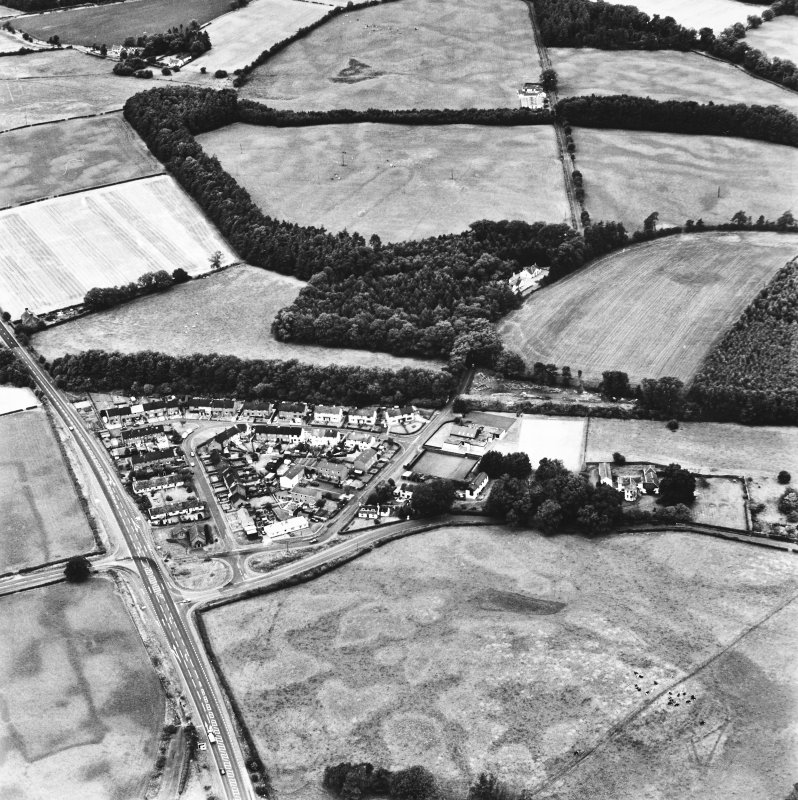 Holywood and Kilncroft, oblique aerial view, taken from the S, centred on two cursus monument, linear cropmarks and various other cropmarks.