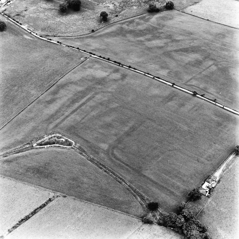 Bankhead, Dalswinton, oblique aerial view, taken from the WNW, centred on the cropmarks of Roman Forts.