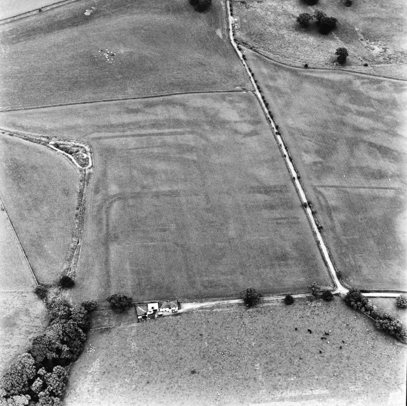 Bankhead, Dalswinton, oblique aerial view, taken from the WSW, centred on the cropmarks of Roman Forts.