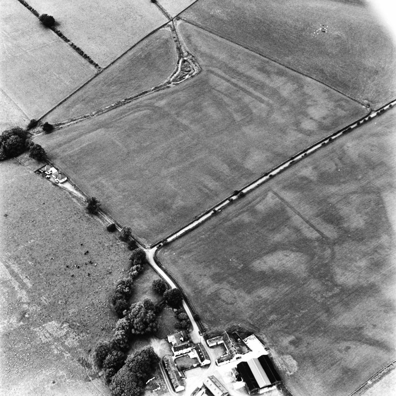 Bankhead, Dalswinton, oblique aerial view, taken from the S, centred on the cropmarks of Roman Forts and an oval enclosure.