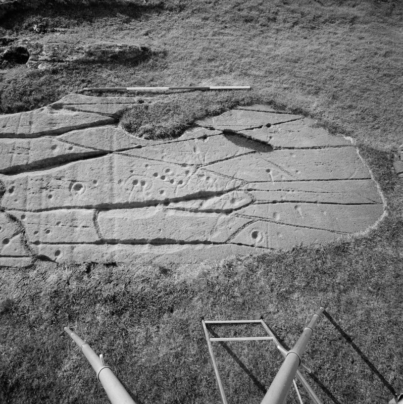 Cup and ring markings, Cairnbaan 3