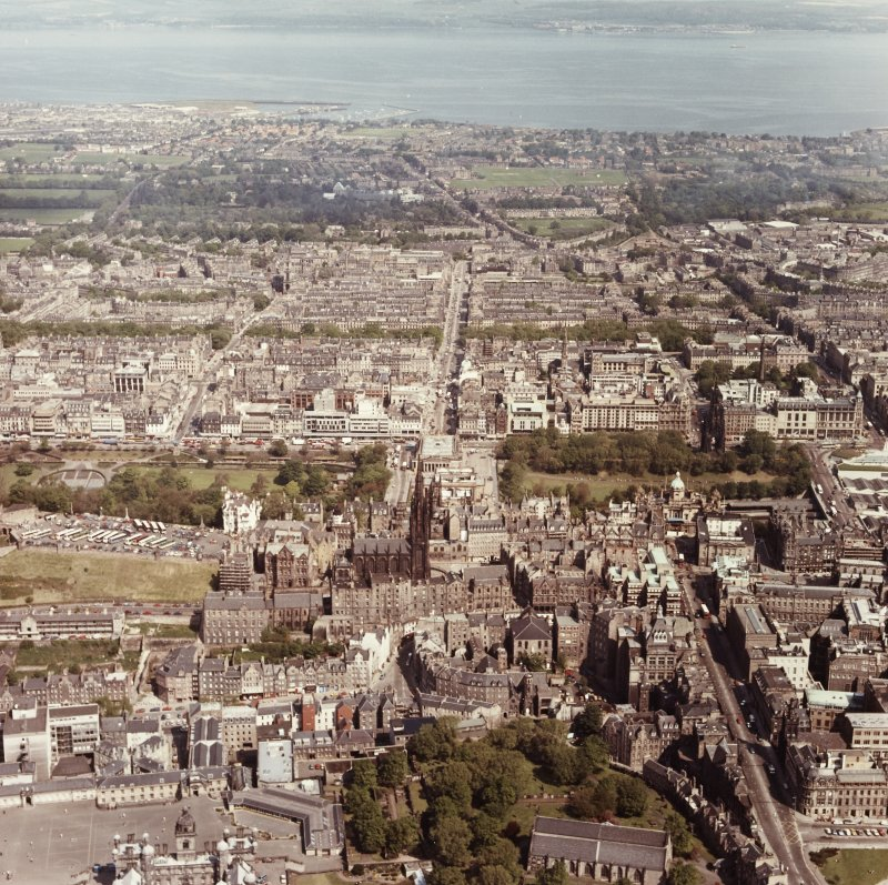 Edinburgh, Old Town. Aerial view of centre of Edinburgh including Princes Street and New Town at top of photograph, Waverley Bridge to right, Greyfriars and Candlemaker Row at bottom and Castle Esplan ...