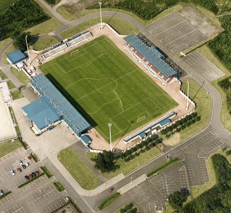 Oblique aerial view centred on the football ground, taken from the SW.