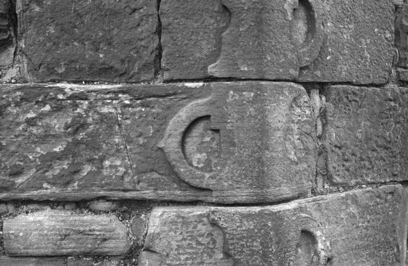 Detail of buckle-quoins.