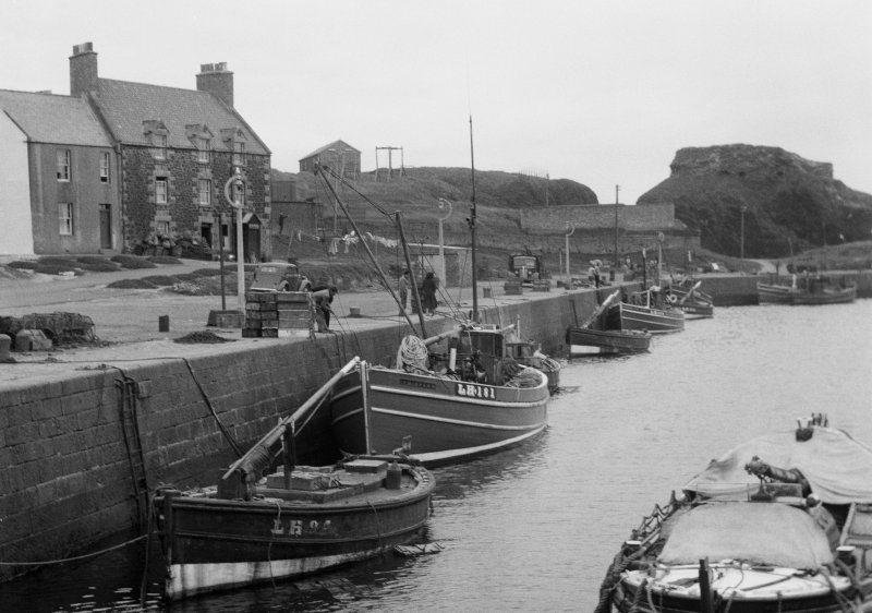 General view of Victoria Harbour, Dunbar.
