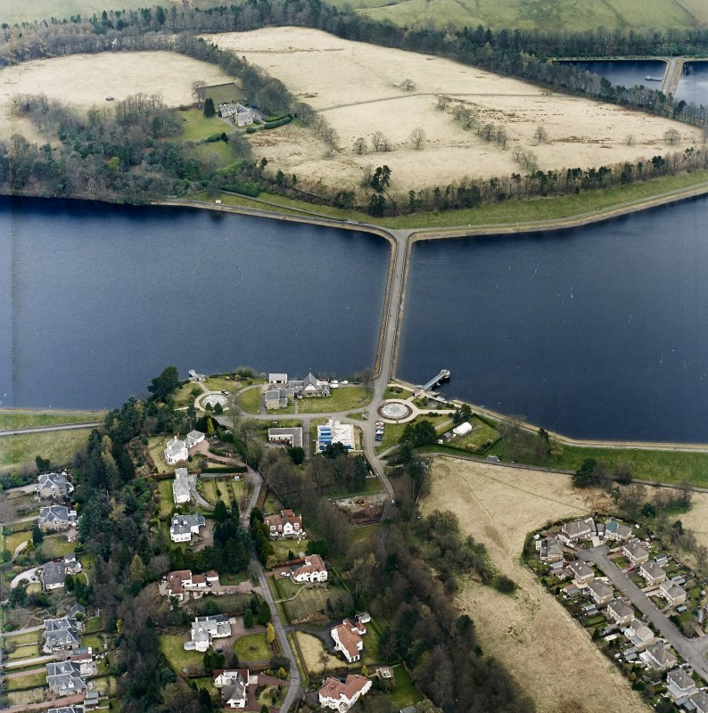 Oblique aerial view of Mugdock (NS57NE.63) and Craigmaddie (NS57NE.61) Reservoirs