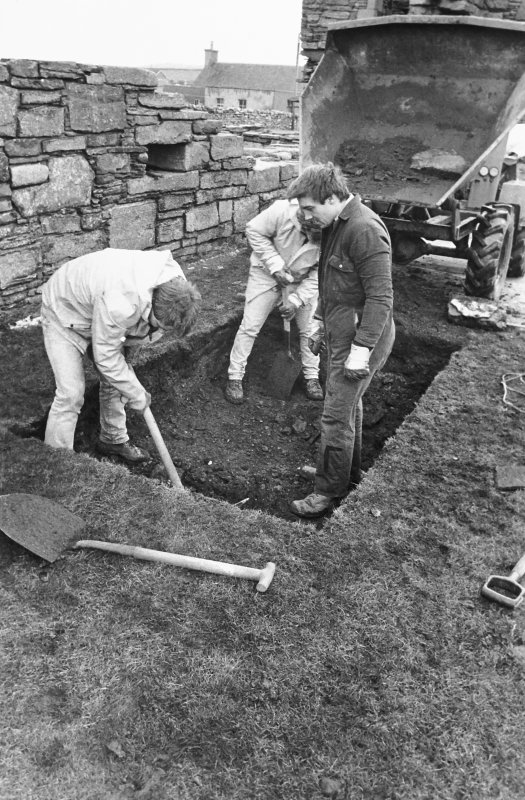 Excavation photograph : outside palace, men digging septic tank, from north-west.