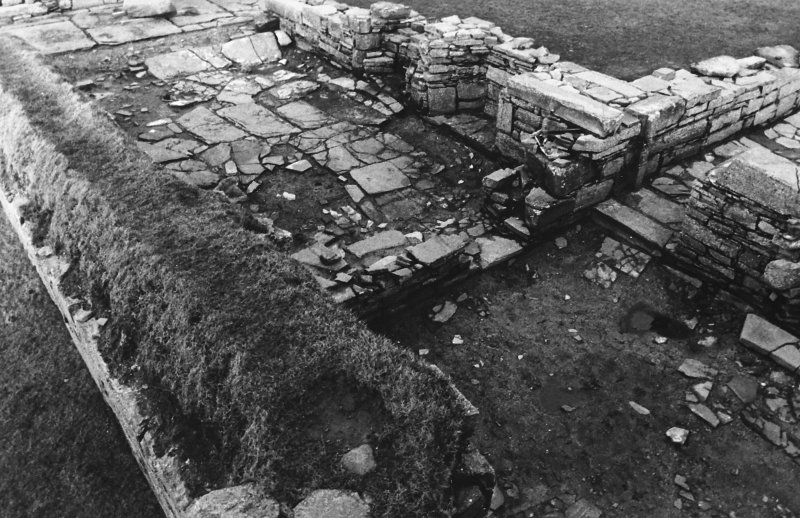 Excavation photograph : south range - rooms 3 and 4, from south-east.