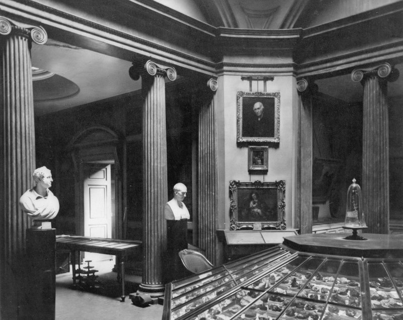 Glasgow, Old Hunterian Museum, 176 High Street, Interior. General view of display.