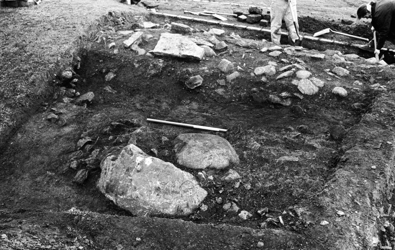 Excavation photograph : ditch to west of bank 002/003
