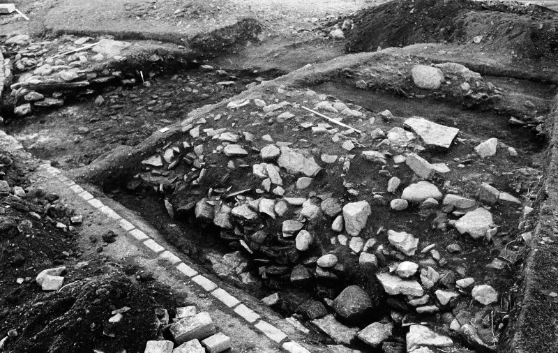 Excavation photograph : lower stones after removal of stones 002.