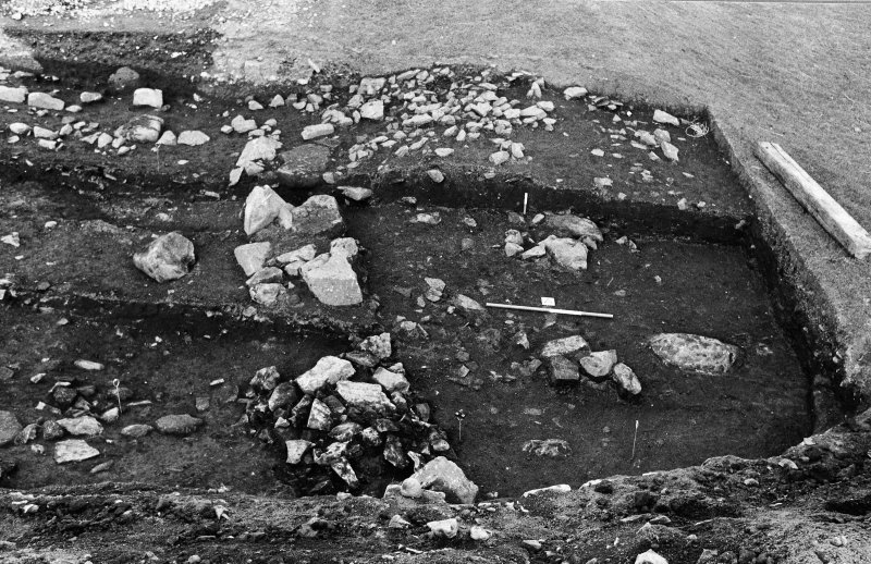 Excavation photograph : rectangular and linear feature.