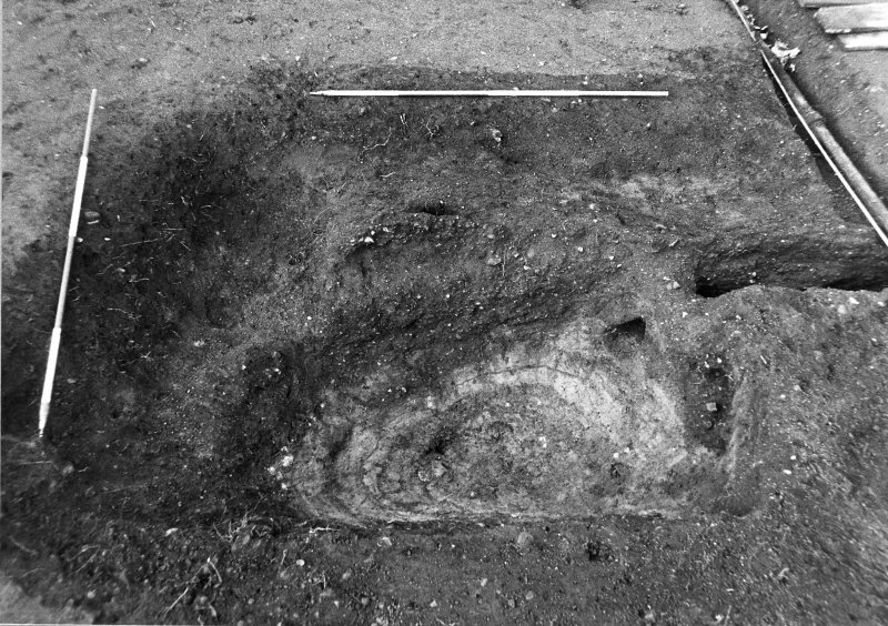 Excavation photograph : pit f310, from E.