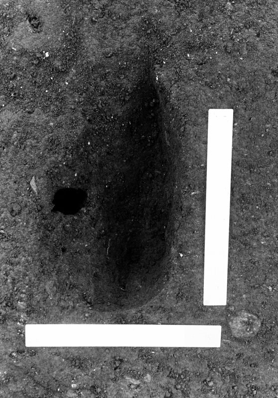 Excavation photograph : pit f570 fully excavated.