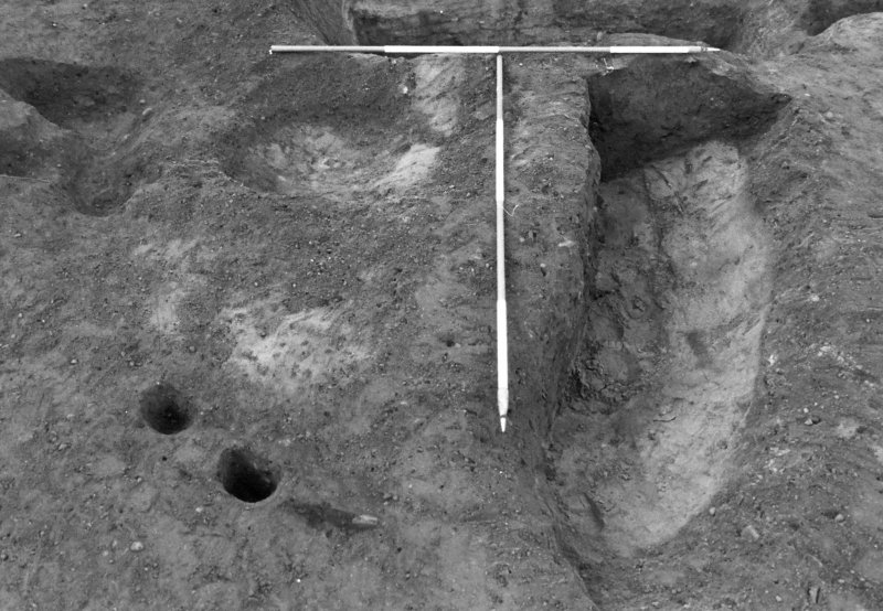 Excavation photograph : pits f728 and 816 partially excavated, from E.