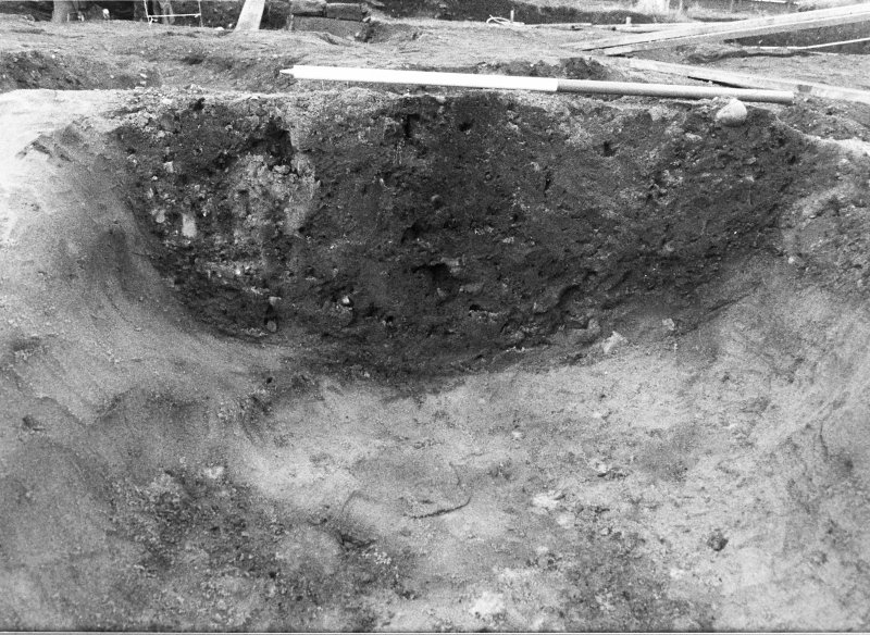 Excavation photograph : section across feature f816, adjacent to pit f166, from E.