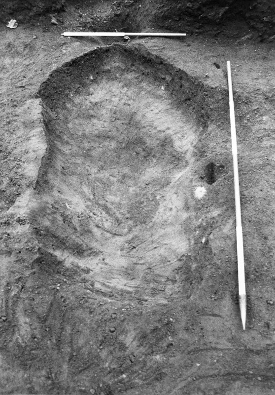 Excavation photograph : feature f911 fully excavated, from W.