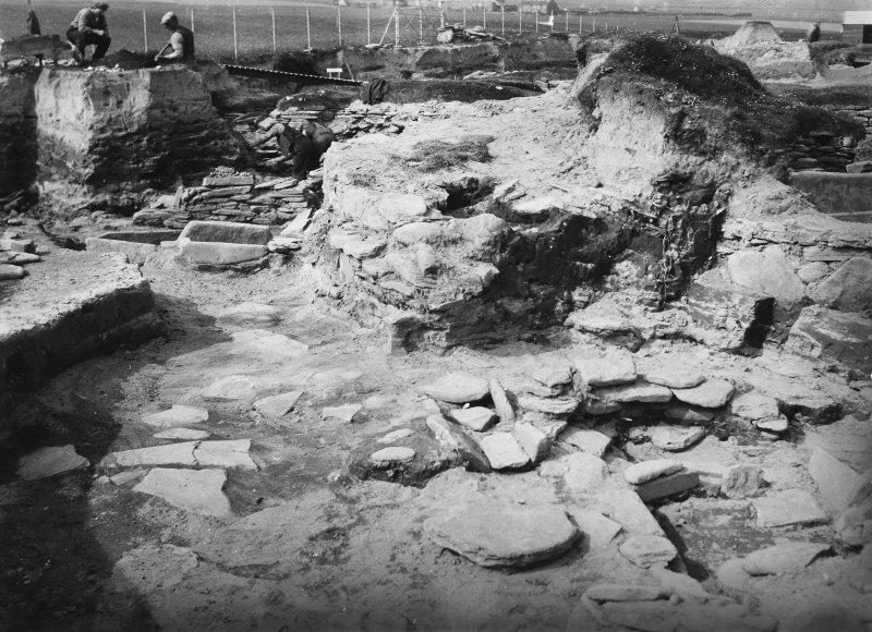Excavation Photograph: Q over hut 10.