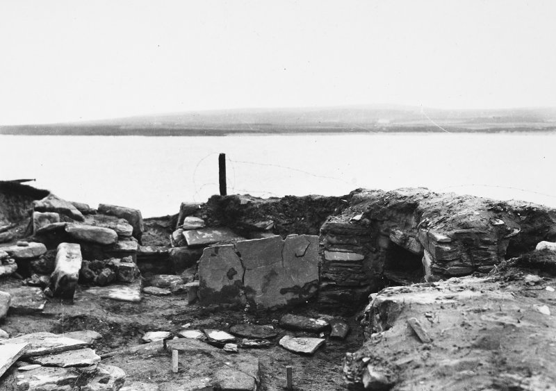 Excavation Photograph: Hut 8, N end. pl.xviii.1.
