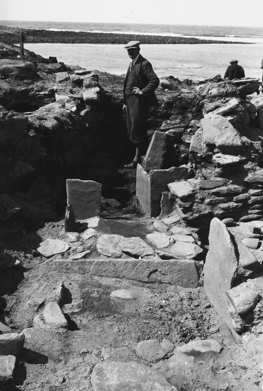 Excavation Photograph: Hut 4 (1).