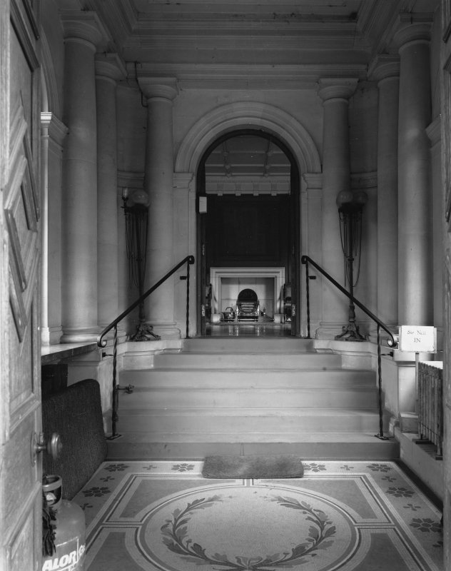 Interior. Entrance porch.