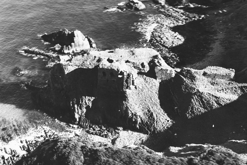 Findlater Castle: oblique air photograph.