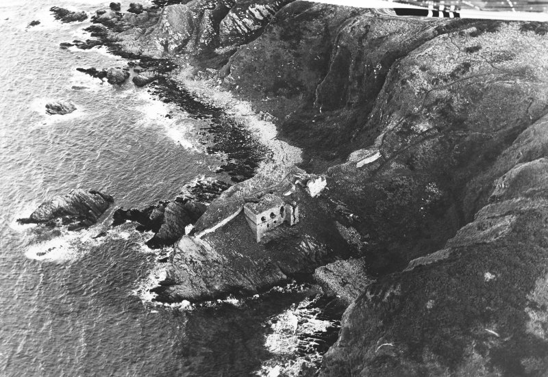 Oblique aerial view of Findlater Castle, taken from the west, centred on the castle.