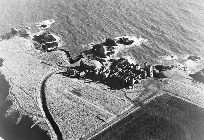 Oblique aerial photograph of Slains Castle, taken from the WNW.