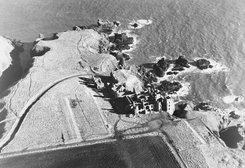 Oblique aerial photograph of Slains Castle, taken from the WSW.