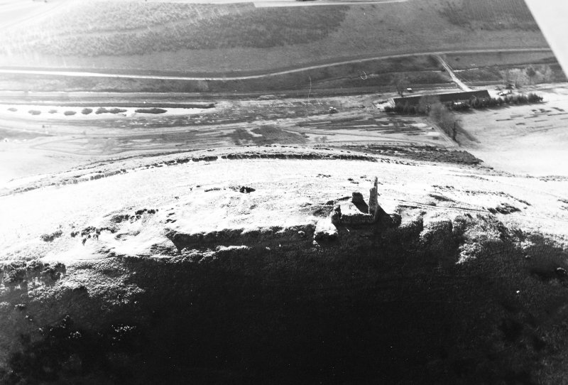Oblique aerial view Dunnideer, taken from the NE, centred on fort and tower house.