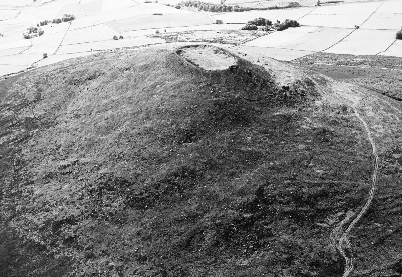 Tap o'Noth, vitrified fort: aerial view