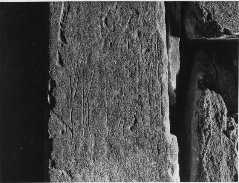 Unstan Cairn exteriors & Runic Inscription
