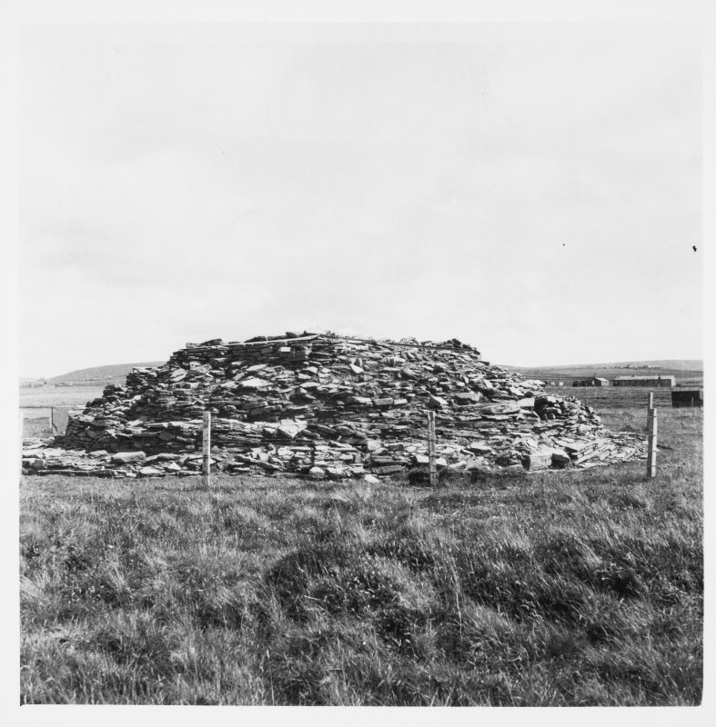 Unstan Cairn general views from 1955/1956 (prof Childe)