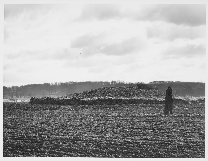 Newbridge Cairn, Ratho, Midlothian.  General View