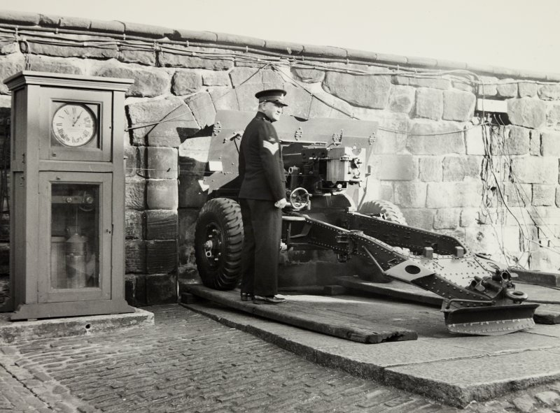 Edinburgh Castle Midlothian.  One O'Clock Gun