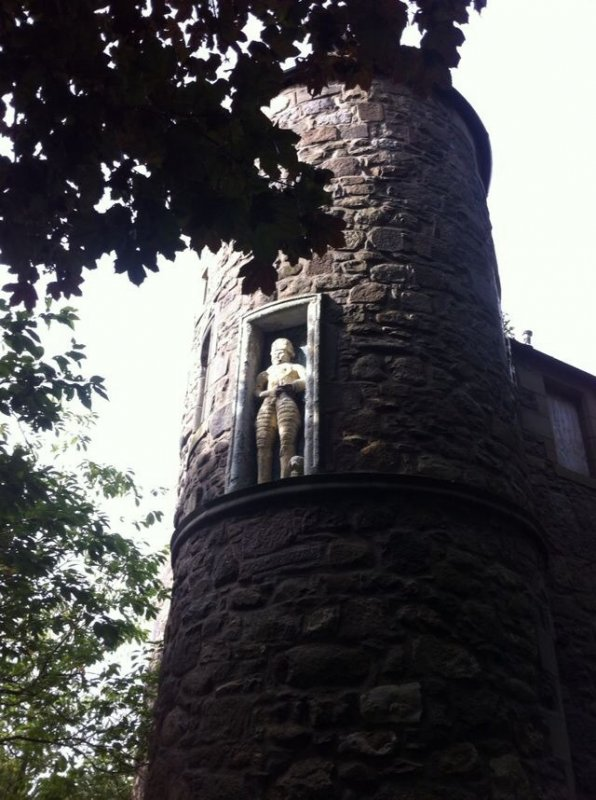 10/9/16- The praying knight thought according to local folklore to be William Wallace hence the name 'The Wallace Tower'